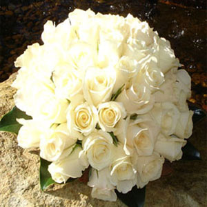 Circular Bouquet of Roses for Bride
