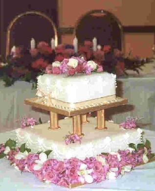 Real Weddings Cake Decorated with all freshing flowers